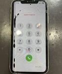 【八幡西区からご来店!】画面が割れたiPhoneXR。画面の割れと黒いシミだけかと思いきや………